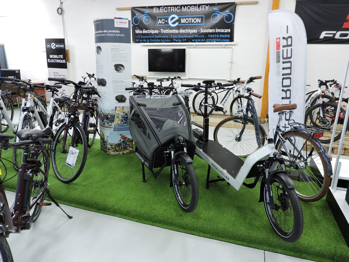 Les vélos cargos Riese & Müller sont disponibles chez AC-Emotion, à Bobigny, dans notre espace dédié aux professionnels.